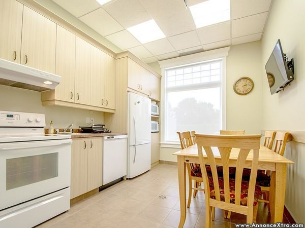 espaces de bureaux louer annoncextra. Black Bedroom Furniture Sets. Home Design Ideas