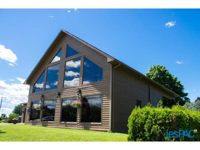 Superbe maison style chalet en bois en maur annoncextra for Maison style chalet