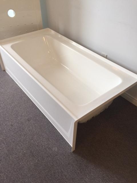 baignoire a jupe avec integre bride de carr annoncextra. Black Bedroom Furniture Sets. Home Design Ideas